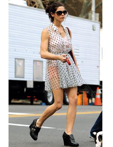 Clothing, Eyewear, Footwear, Vision care, Sunglasses, Shoulder, Dress, Shoe, Style, Street fashion,