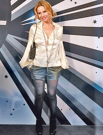 Sleeve, Denim, Outerwear, Collar, Jeans, Style, Street fashion, Fashion, Blazer, Beige,