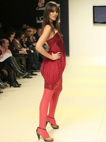 Clothing, Footwear, Face, Leg, Human leg, Shoulder, Dress, Joint, Outerwear, Fashion model,