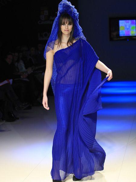 Event, Shoulder, Fashion show, Purple, Style, Fashion model, Formal wear, Fashion, Television, Runway,