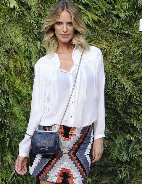 Sleeve, Shoulder, Collar, Textile, Style, Bag, Street fashion, Fashion, Pattern, Beauty,