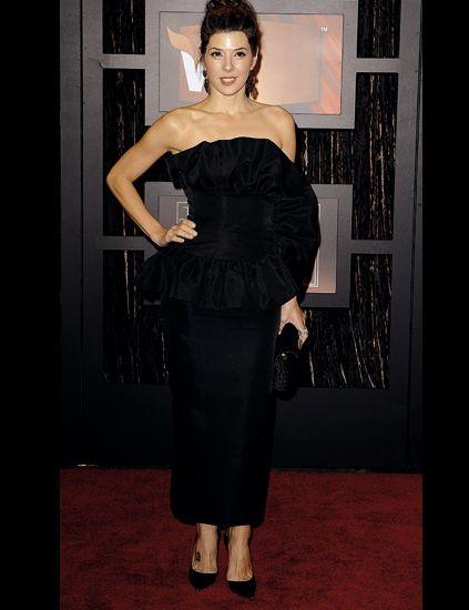 Shoulder, Joint, Dress, Waist, Strapless dress, Style, Formal wear, Day dress, Fashion, One-piece garment,
