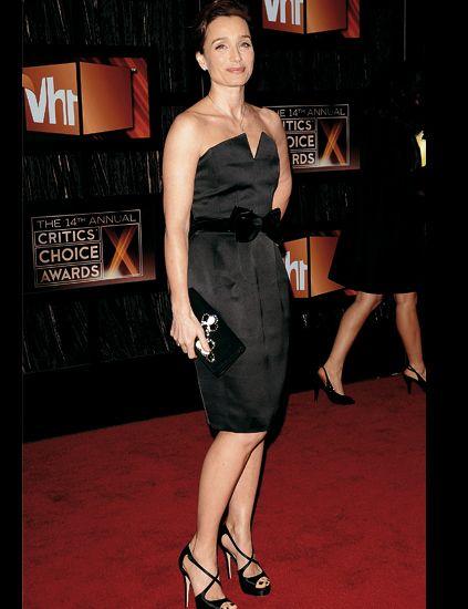 Leg, Dress, Human leg, Shoulder, Joint, One-piece garment, Little black dress, Flooring, Cocktail dress, High heels,