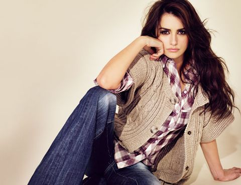 Denim, Sleeve, Trousers, Jeans, Shoulder, Textile, Joint, Sitting, Beauty, Eyelash,