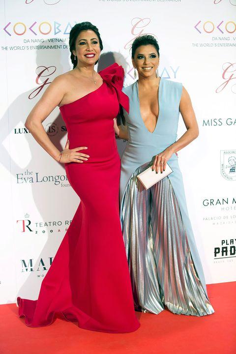 Dress, Shoulder, Clothing, Gown, Fashion model, Red, Red carpet, Carpet, Fashion, Pink,