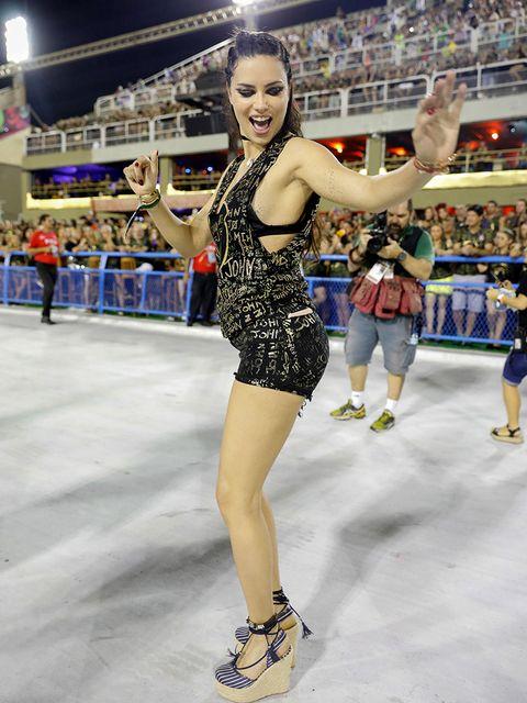 Human leg, Fan, Thigh, Audience, Logo, Youth, Dancer, Trunk, Stadium, Championship,