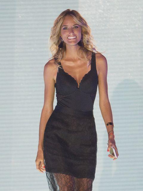 Dress, Sleeve, Human body, Shoulder, Joint, Human leg, Standing, One-piece garment, Waist, Style,
