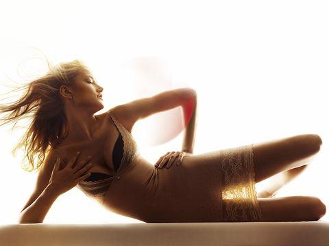 Beauty, Human leg, Leg, Model, Long hair, Sunlight, Blond, Photography, Photo shoot, Thigh,