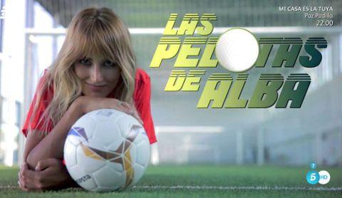 Soccer ball, Football, Ball, Soccer, Women's football, Soccer player, Player, Grass, Team sport, Ball game,