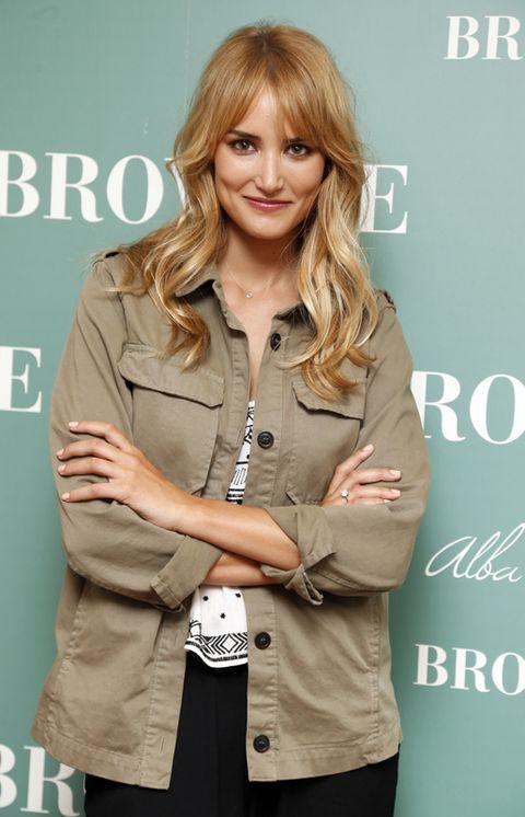 Sleeve, Collar, Blazer, Blond, Layered hair, Bangs, Brown hair, Feathered hair, Step cutting, Button,