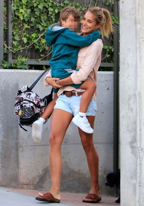 Leg, Shorts, Fashion, Street fashion, Footwear, Thigh, Human leg, Photography, Knee, Vacation,