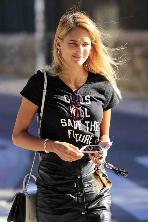 Hair, Clothing, Street fashion, Blond, Beauty, Jeans, Hairstyle, Fashion, Waist, Long hair,