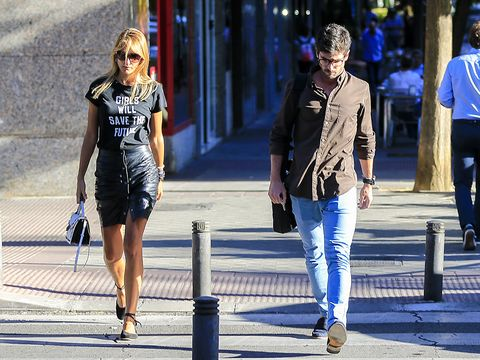 Blue, Street fashion, Fashion, Pedestrian, Daytime, Snapshot, Beauty, Sunglasses, Standing, Street,