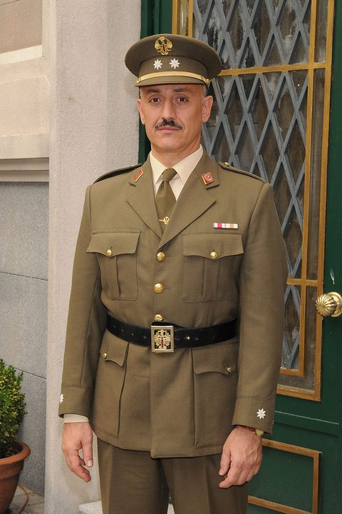 Military uniform, Flowerpot, Dress shirt, Collar, Sleeve, Cap, Military person, Khaki, Standing, Joint,