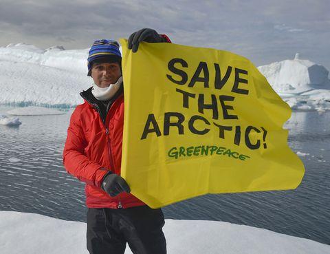 Winter, Sleeve, Freezing, Ice, Glacial landform, Ice cap, Jacket, Snow, Travel, Polar ice cap,