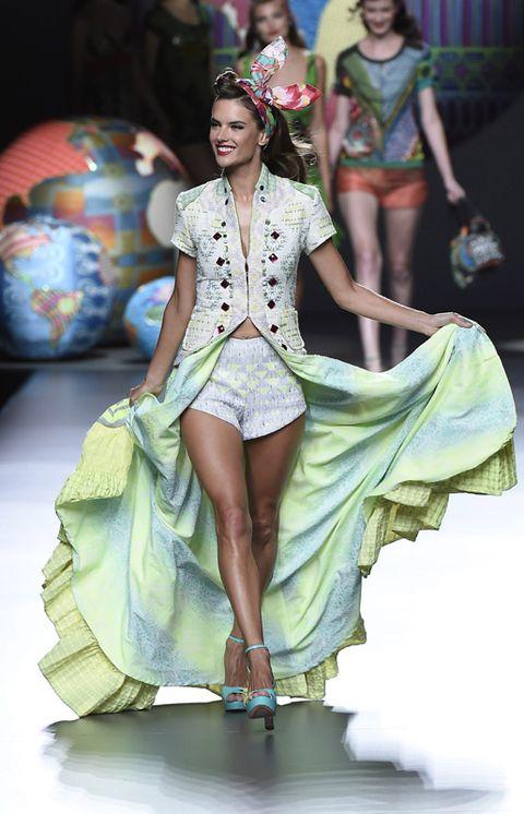Human, Event, Textile, Style, Costume design, Fashion show, Fashion accessory, Fashion model, Fashion, Runway,