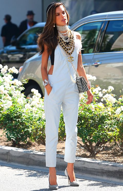 Shoulder, Joint, Style, Street fashion, Bag, Fashion model, Waist, Model, Brown hair, Spring,