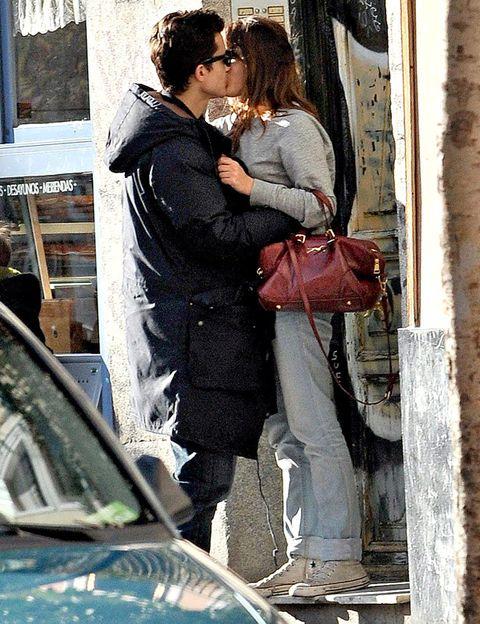 Bag, Interaction, Romance, Hood, Windshield, Honeymoon, Love, Kiss, Luggage and bags, Windscreen wiper,