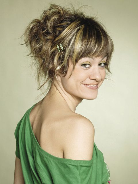 Hair, Smile, Hairstyle, Green, Forehead, Shoulder, Style, Dress, Eyelash, Hair accessory,
