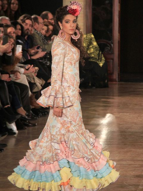 Dress, Style, Flooring, Costume design, Gown, Fashion show, Fashion, Fashion model, Runway, Door,