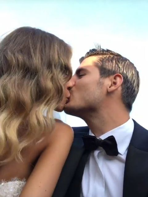 Hair, Romance, Kiss, Forehead, Interaction, Love, Hairstyle, Blond, Gesture, Formal wear,