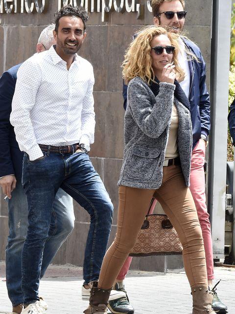 Clothing, Eyewear, Leg, Vision care, Glasses, Trousers, Denim, Jeans, Sunglasses, Textile,