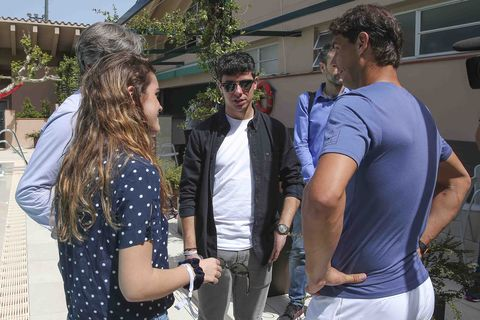 Hair, Eyewear, Arm, Glasses, Trousers, Shirt, Coat, Outerwear, Jeans, Sunglasses,