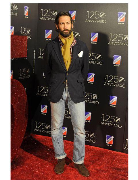 Shoe, Beard, Carpet, Premiere, Facial hair, Moustache, Pocket, Fashion design, Scarf,