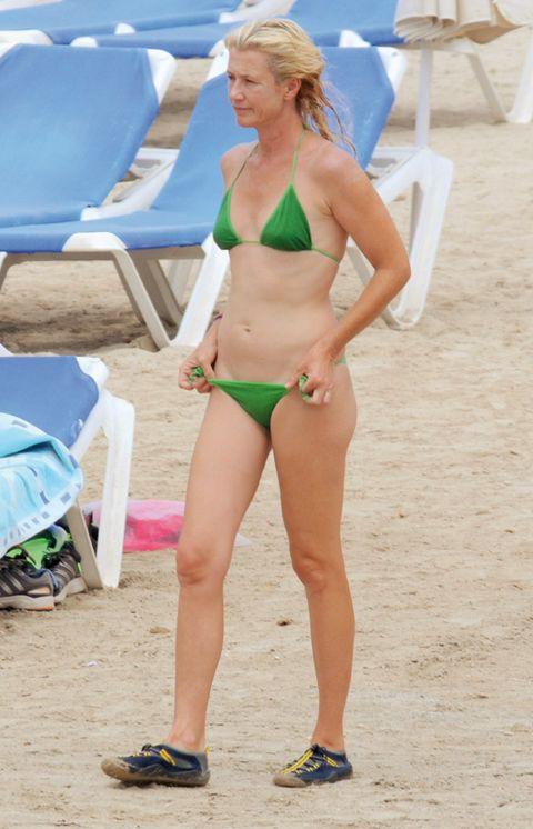 Clothing, Leg, Brassiere, Human leg, Swimwear, Swimsuit top, Bikini, Swimsuit bottom, Summer, Undergarment,