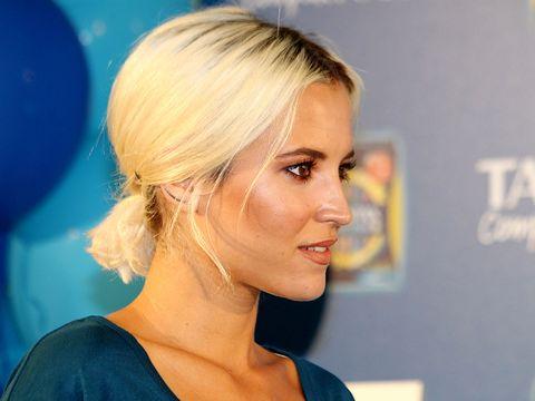 Hair, Face, Hairstyle, Blond, Chin, Eyebrow, Beauty, Forehead, Long hair, Ear,