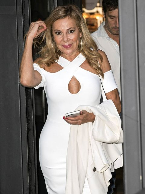 White, Clothing, Dress, Shoulder, Blond, Fashion, Cocktail dress, Arm, Long hair, Costume,