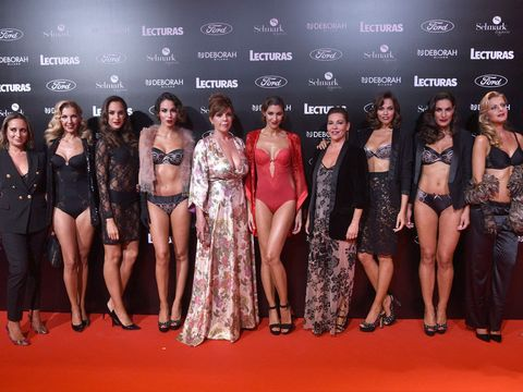 Red carpet, Carpet, Fashion model, Event, Fashion, Beauty, Premiere, Flooring, Model, Fun,
