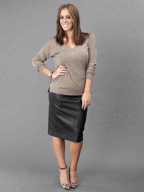 Brown, Sleeve, Human leg, Shoulder, Standing, Joint, Waist, Elbow, Style, Knee,