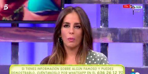 News, Television presenter, Newsreader, Newscaster, Television program, Violet, Purple, Journalist, Cheek, Fun,