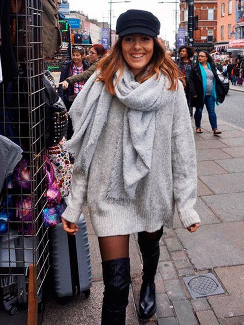 Street fashion, Photograph, Clothing, Fashion, Snapshot, Footwear, Street, Boot, Scarf, Outerwear,