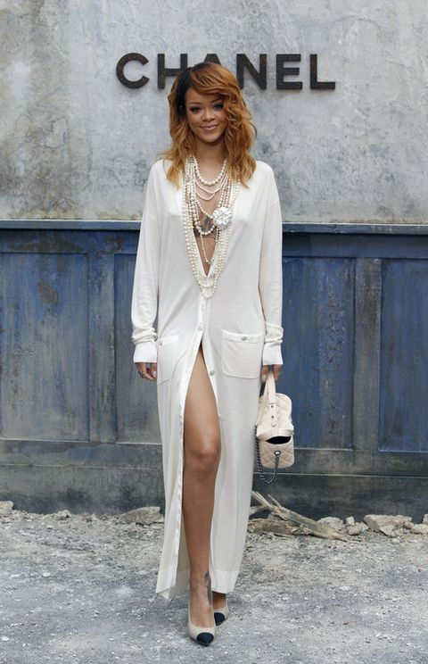 Sleeve, Shoulder, Jewellery, Outerwear, Style, Street fashion, Fashion model, Fashion, Neck, Blazer,