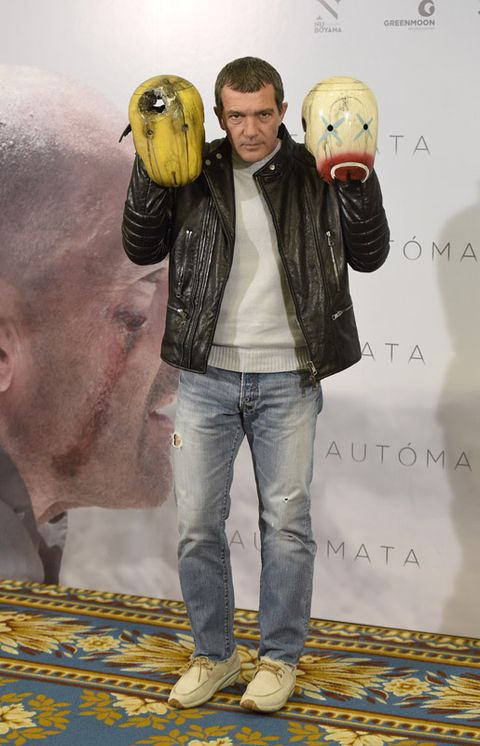 Yellow, Vertebrate, Jeans, Denim, Parrot, Bird, Jacket, Beak, Accipitridae, Toy,