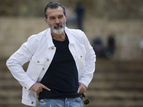 Outerwear, Street fashion, Jacket, Blazer, Facial hair, Beard, Sleeve, Dress shirt, Photography, Top,