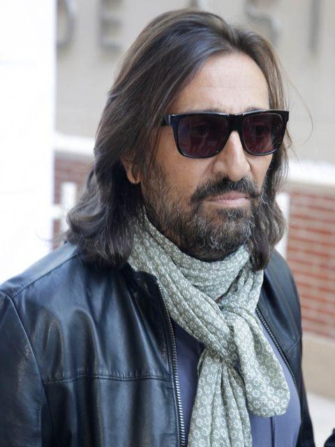 Eyewear, Facial hair, Beard, Hair, Moustache, Sunglasses, Street fashion, Hairstyle, Cool, Glasses,