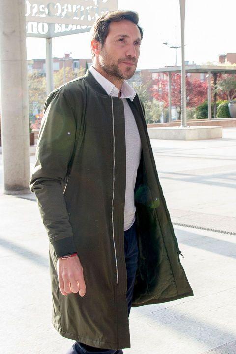 Clothing, Outerwear, Overcoat, Jacket, Coat, Street fashion, Sleeve, Costume,