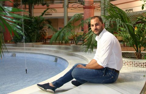 Jeans, Denim, Leisure, Sitting, Resort, Arecales, Composite material, Water feature, Foot, Ankle,