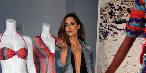 Textile, Outerwear, Pattern, Style, Collar, Mannequin, Fashion, Orange, Waist, Thigh,