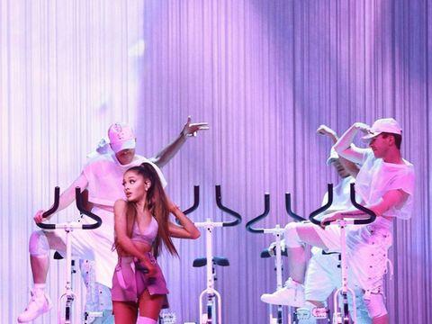 Performing arts, Entertainment, Pink, Purple, Magenta, Hat, Performance, Violet, Artist, Stage,
