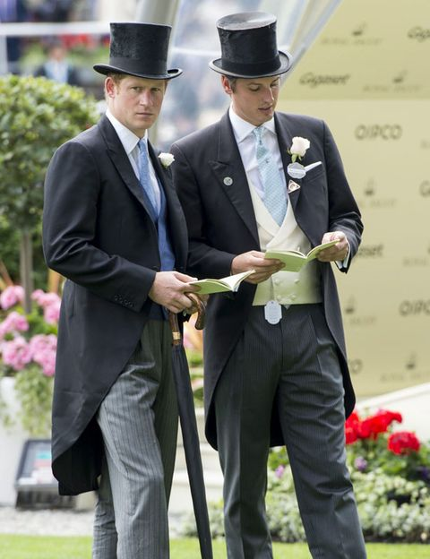 Clothing, Coat, Hat, Trousers, Suit trousers, Shirt, Suit, Outerwear, Formal wear, Collar,