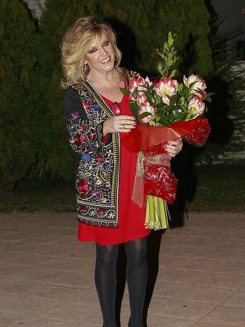 Petal, Bouquet, Floristry, Cut flowers, Beauty, Tights, Flower Arranging, Thigh, Leggings, Artificial flower,