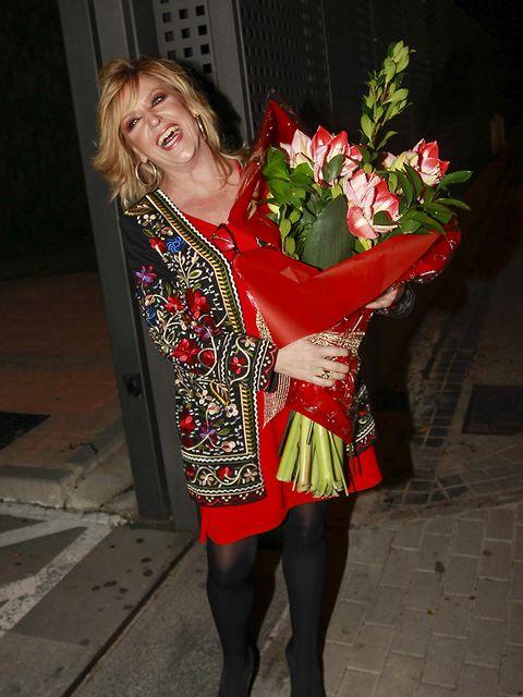 Leg, Red, Petal, Thigh, Tights, Stocking, Cut flowers, Blond, Flower Arranging, One-piece garment,