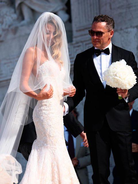 Wedding dress, Bride, Gown, Veil, Dress, Bridal clothing, Bridal veil, White, Photograph, Bridal accessory,