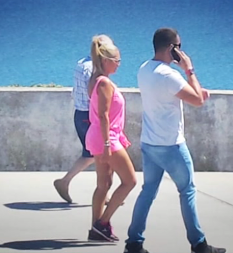 Leg, Human body, Trousers, Human leg, Elbow, Photograph, Jeans, Shoe, Standing, T-shirt,