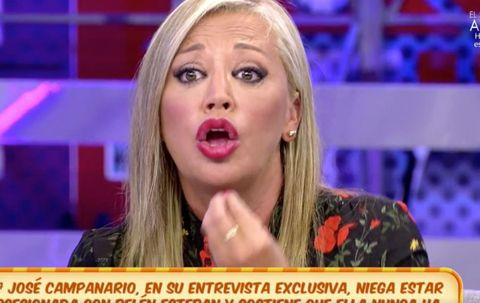 Facial expression, Blond, Television presenter, Singing, Lip, Television program, Nose, Cheek, Mouth, Chin,