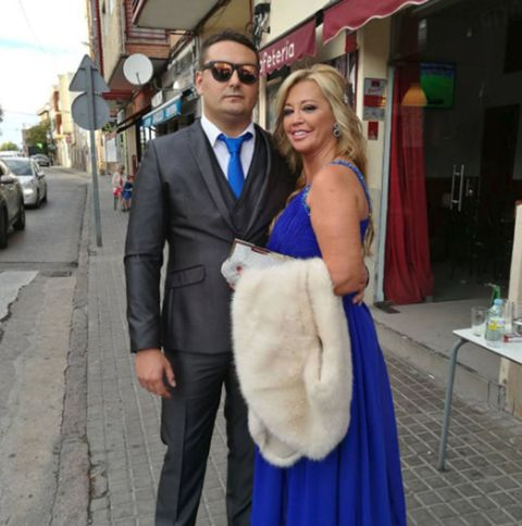 Shoulder, Dress, Formal wear, Gown, Suit, Fashion, Snapshot, Event, Wedding dress, Bridal clothing,